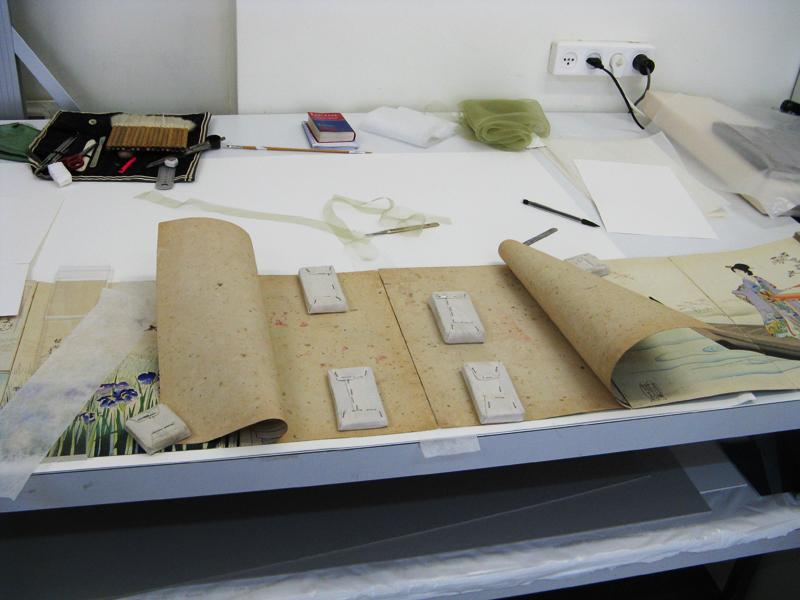 Photo du livre japonais Livre japonais en accordéon, papier japonais, sérigraphie et soie, XXème siècle, Israël Museum, Jérusalem en cours de traitement