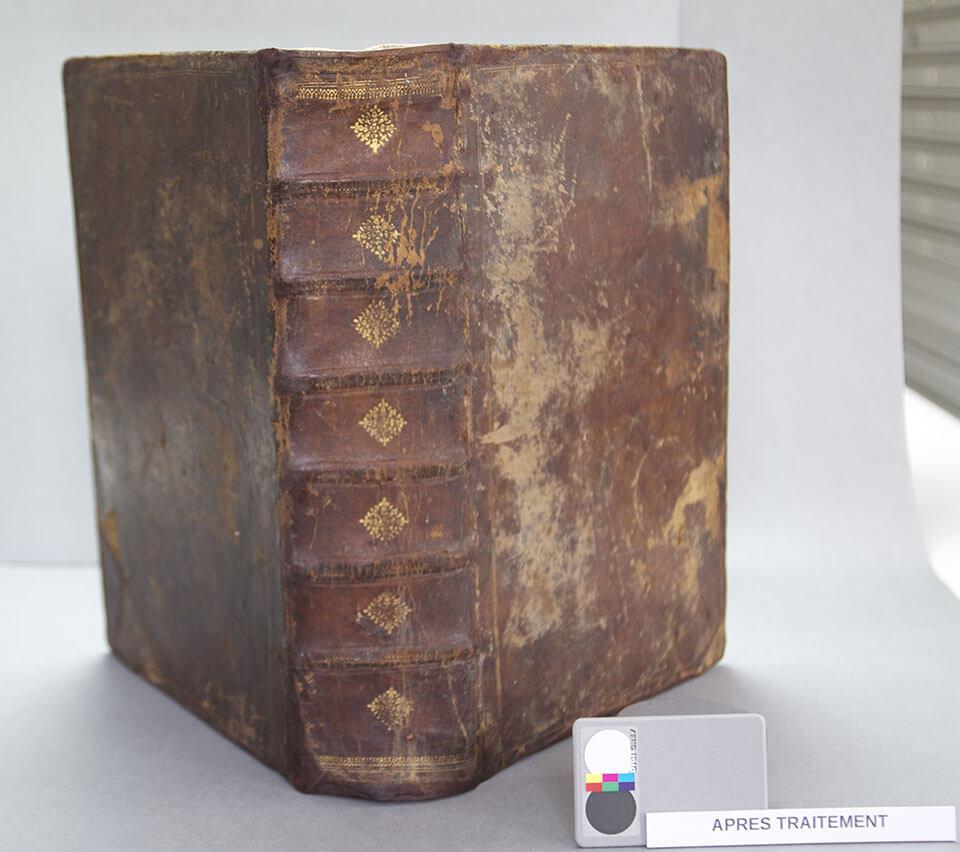 Restauration d'une bible protestante imprimée en 1606, corps d'ouvrage et reliure, Coll° Musée Rochelais d'Histoire Protestante, La Rochelle